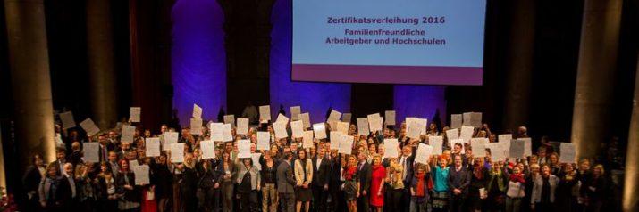 Gratulation an 86 familienfreundliche Arbeitgeber_innen